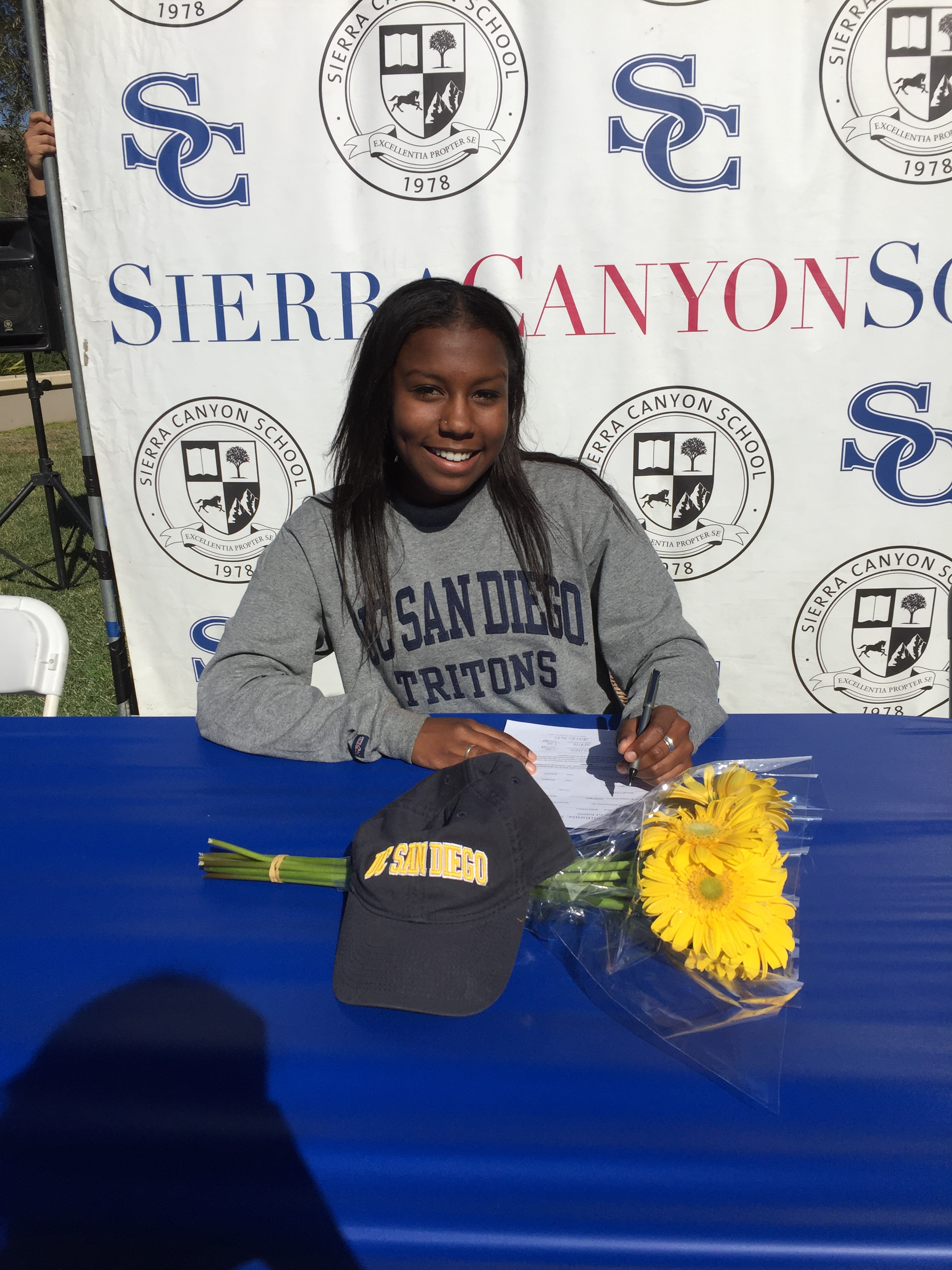 Hobson signs her Letter of Intent to UCSD, where she'll reunite with former club and high school teammate Makenna Gandara ('15). Gandara is currently a freshman on the UCSD team