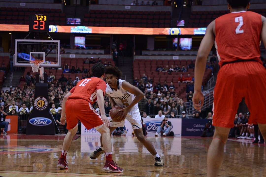 Ethan Thompson torches Mater Dei defense with 23 points. Dylan Stewart/ LA Times HS Insider