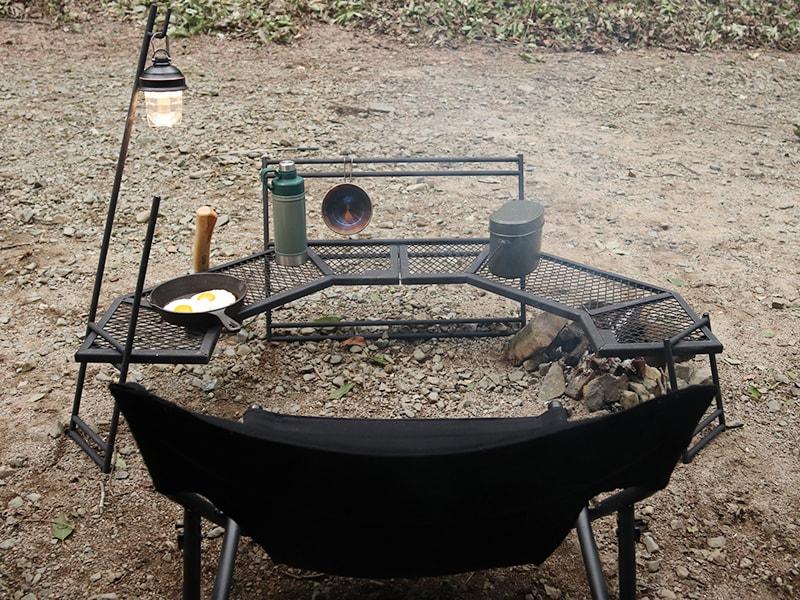 焚き火周り専用?!DOD『タキビチェア』と『テキーラテーブル180』は、超ロースタイルのソロキャンプで大活躍!!