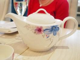 Tea pot from the Villeroy & Boch Mariefleur collection