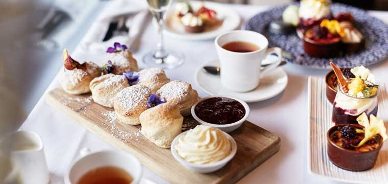 High Tea at the felt restaurant Hotel Lindrum
