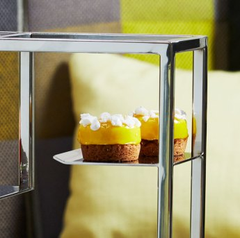 Lemon meringue tart with sable