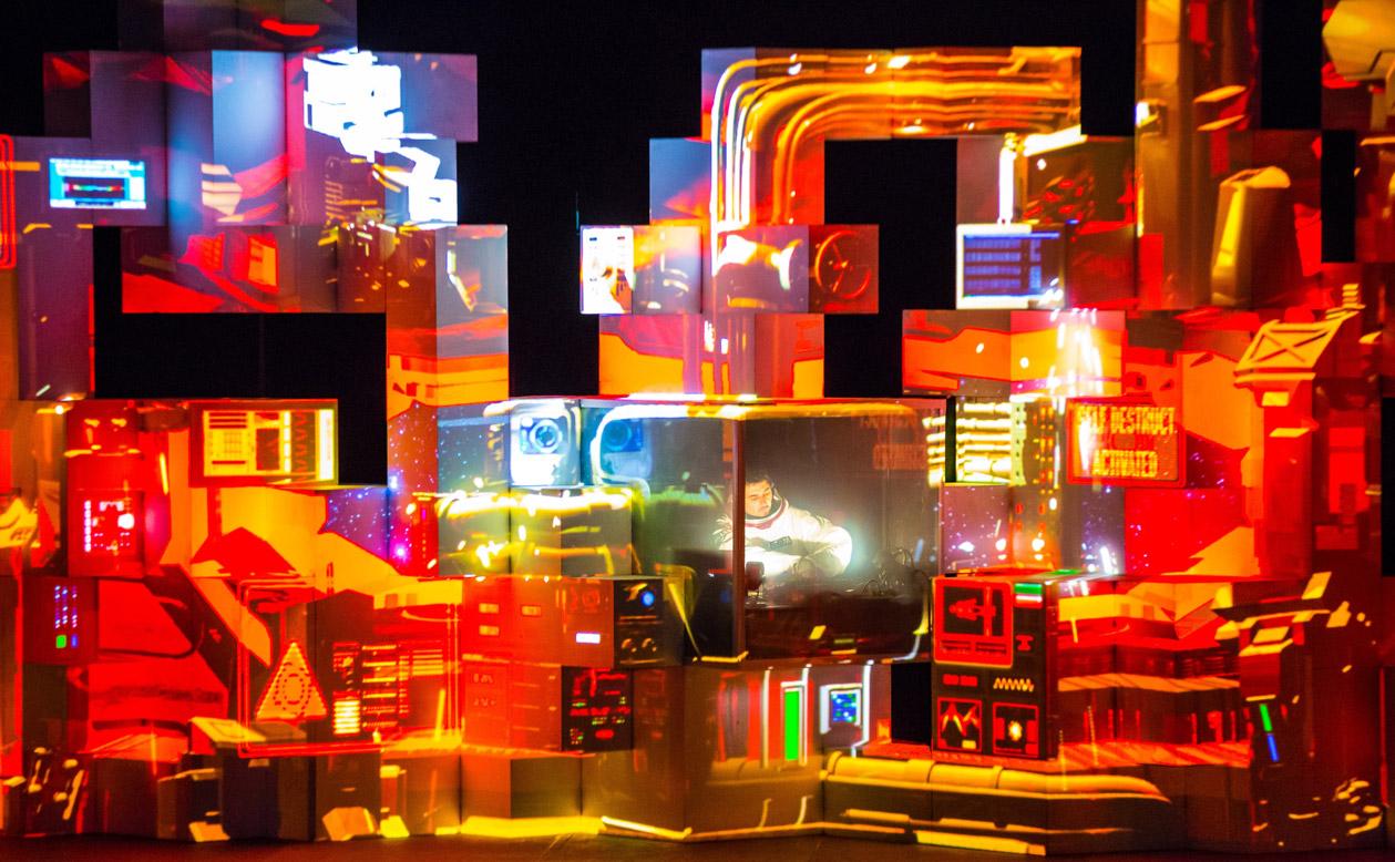 Arte digital, no The Barbican, em Londres. ISAM, 2011. Amon Tobin. Image courtesy of Calder Wilson