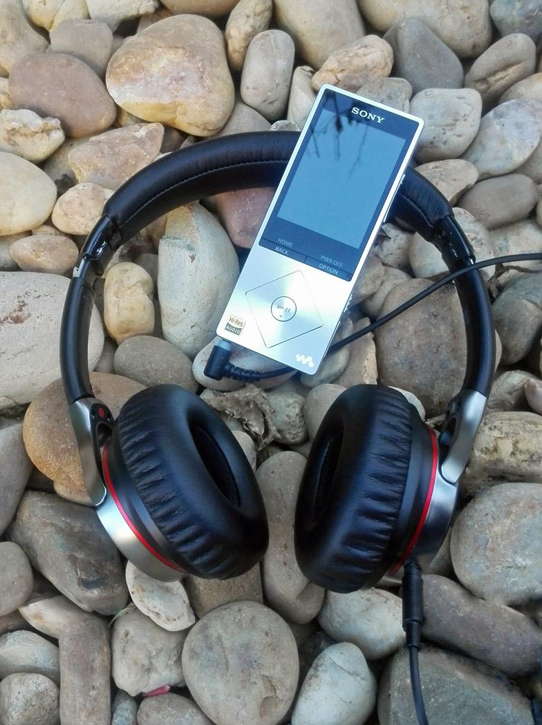 Áudio de alta resolução. Walkman A15 e Auscultadores MDR-1A, da Sony