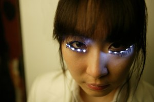 LED Eyelash. As pestanas iluminadas de Soomi Park