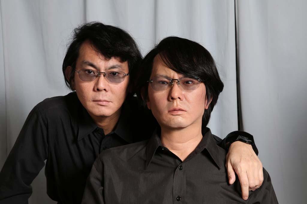 Hiroshi Ishiguro e um robô android feito à sua imagem e semelhança