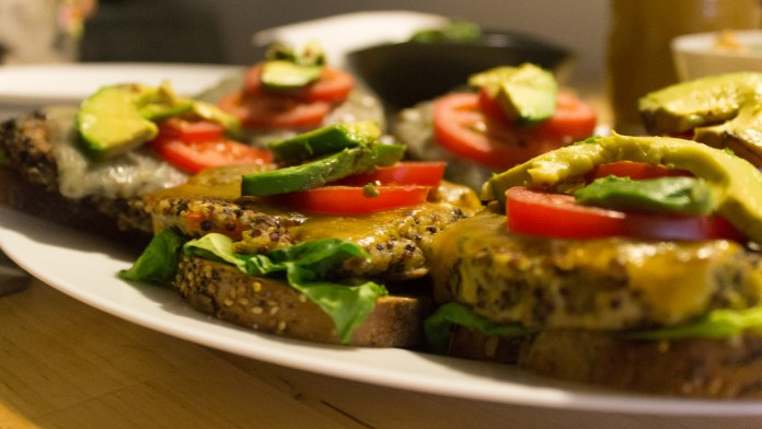 nyc_food_chef_riana_black_bean_chickpea_quinoa_burgers_tomatoe_avocado_romaine_lettuce_2_of_2