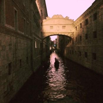 Gondolien Venetsia.