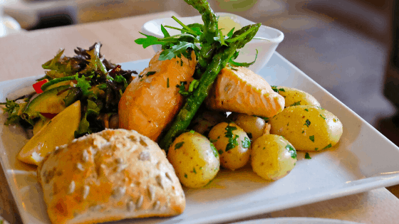 eating well balanced meals for healthy weight loss.