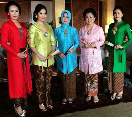 30 Model Hijab Kebaya Ibu Ibu Nanajilbab Com