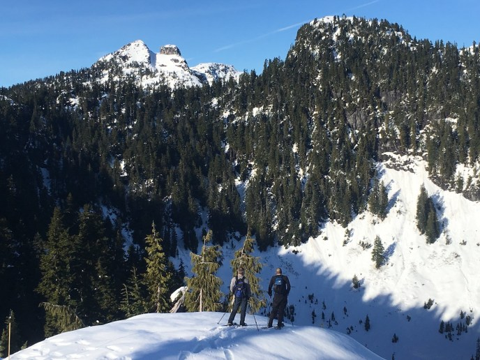grouse mountain snowshoe, snowshoeing for beginners, intro to snowshoeing, hikes near vancouver, dam mountain, thunderbird ridge