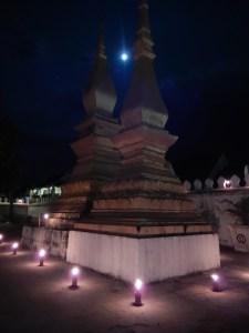 Vollmond im Tempel