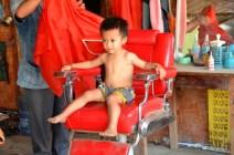 Kleiner Mann beim Friseur