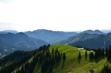 Sanfte Hügel - ferne Berge