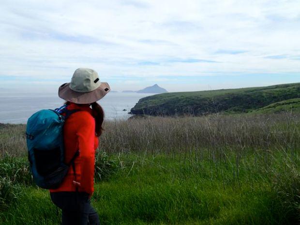 Exploring Santa Cruz Island wearing Icebreaker Dart Long Sleeve