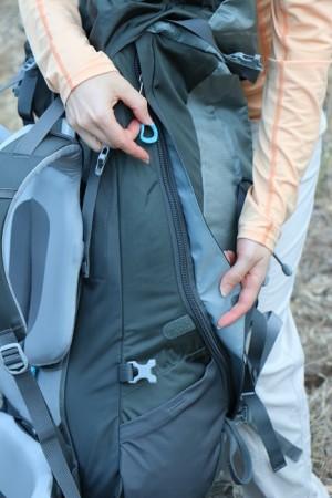 Heavy duty zipper in J shape providing access to main compartment