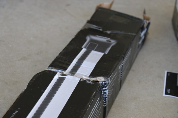 Badly damaged AeroBlade Edge boxes from the delivery process; luckily nothing was damaged!