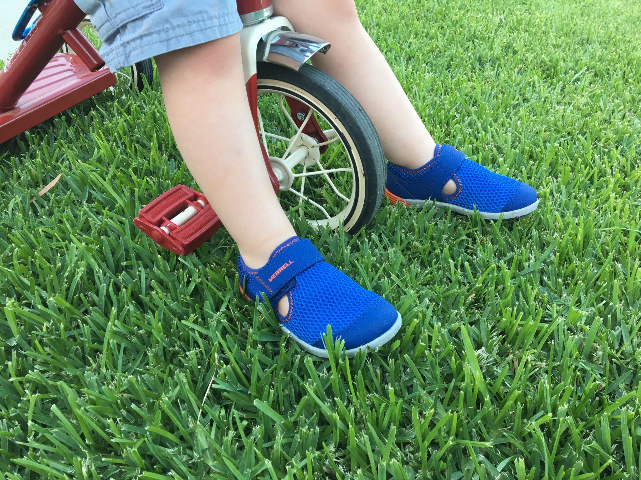 Hiking Toddler loves the Merrell Bare Steps Sneakers H20!