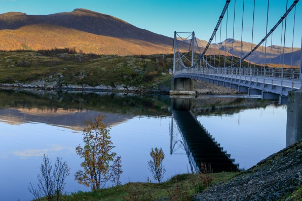 Suspension bridge at Straumnes