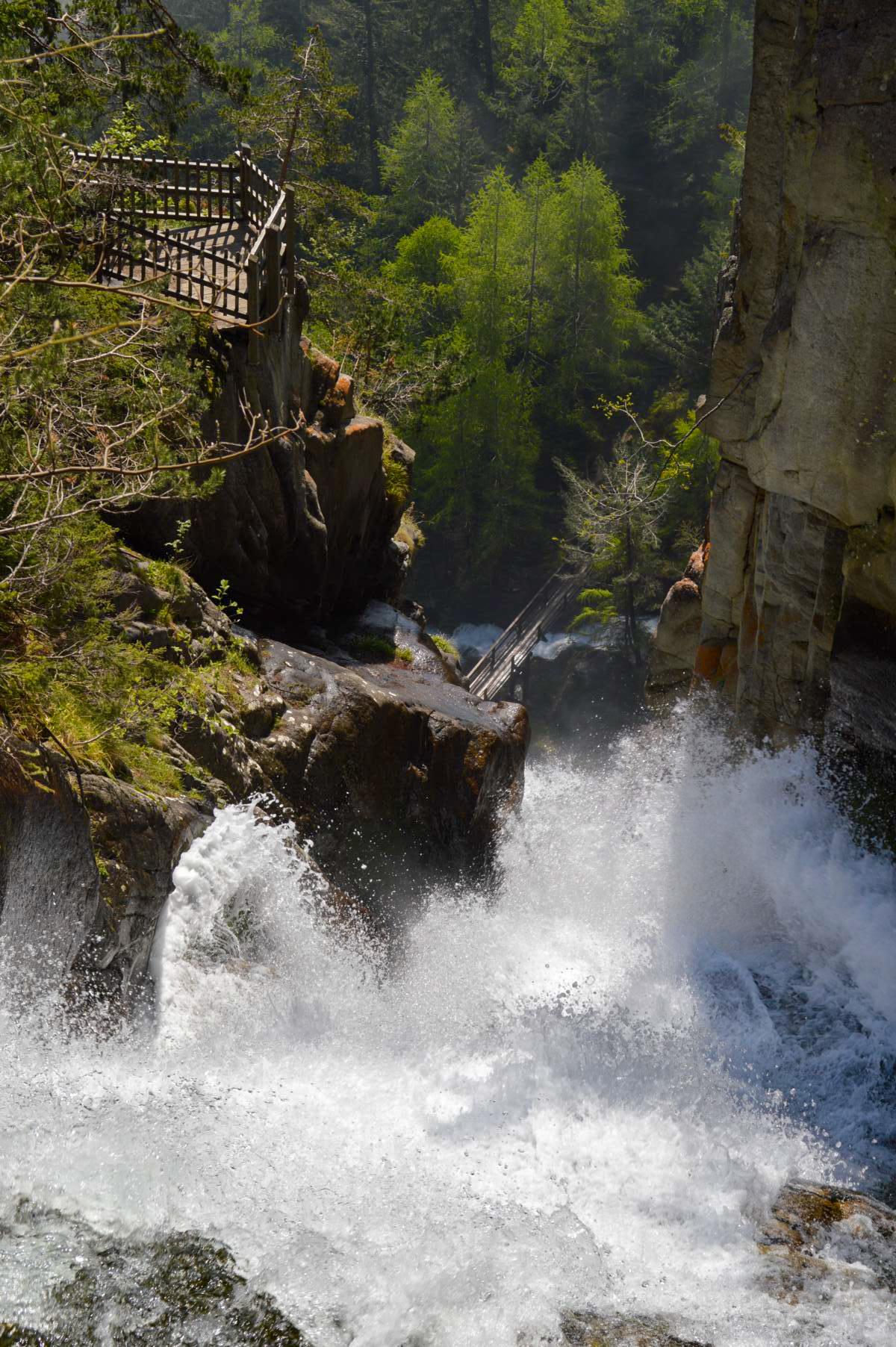 2013.515 lr Cascade Gorges du Dailley