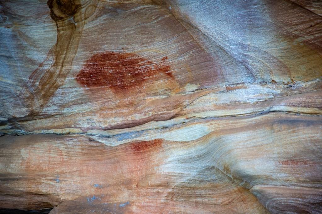 AWAT9458 LR Smiths Creek red ochre paintings