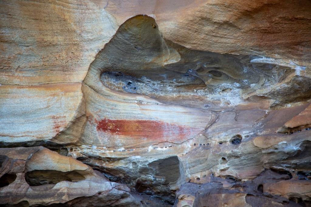 AWAT9469 LR Smiths Creek red ochre paintings