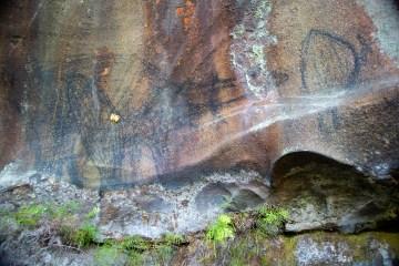 AWAT9507 LR Smiths Creek cave paintings