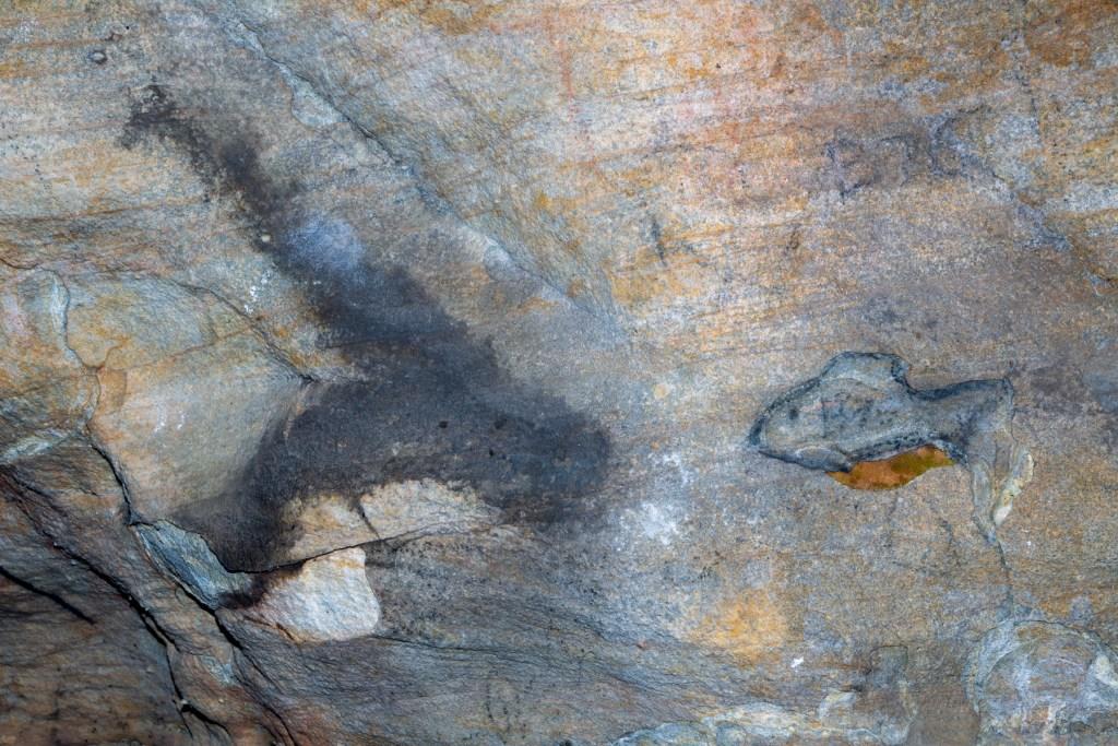 AWAT9934 LR Cliff Oval Shelter (KUR0012)