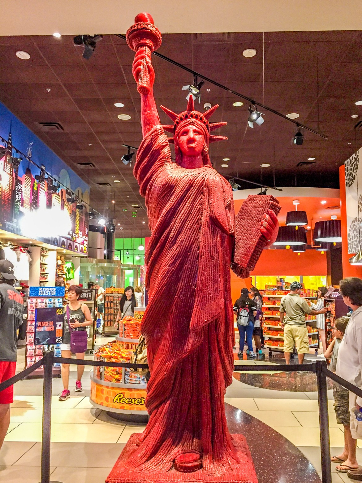 Things to do in Las Vegas with Kids Twizzler Statue of LIberty