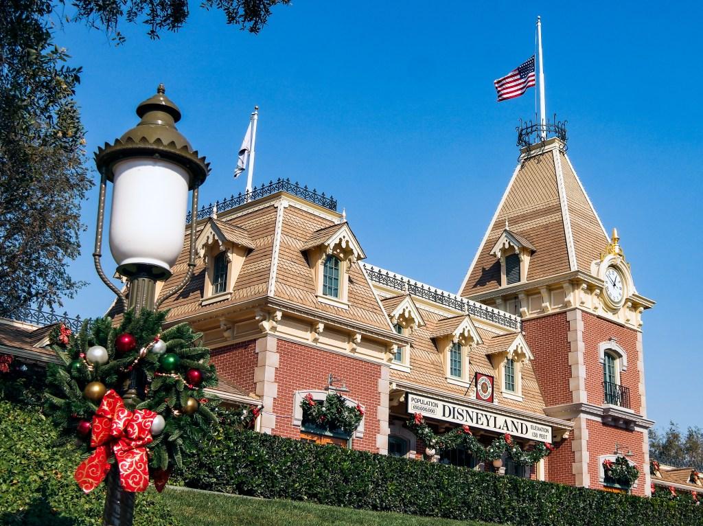 Christmas Disneyland California #disneychristmas
