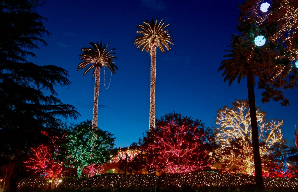 Pacific Palisades Holiday Lights #losangeleschristmas