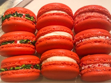 Vanilla Peppermint Macarons #cookiesareeverything #frenchmacarons #holidaymacarons