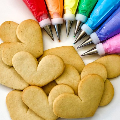 #rainbowcookies #cookiesareeverything #royalicingcookies