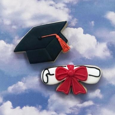 #tridelts #cookieshilarystyle #cookiesareeverthing #graduationcookies #customcookies