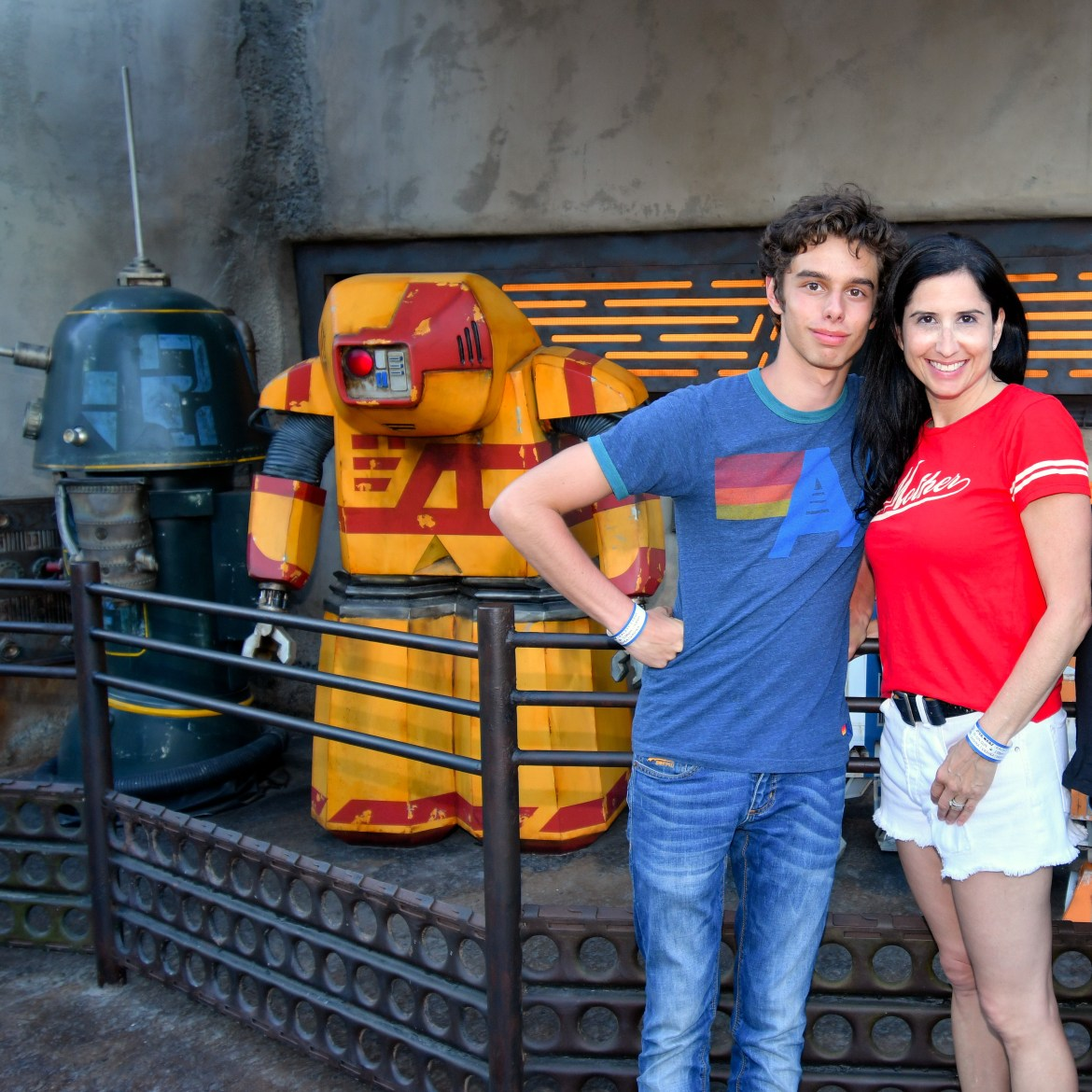 Droid Depot Galaxy's Edge Disneyland Los Angeles #galaxysedge #hilarystyleme