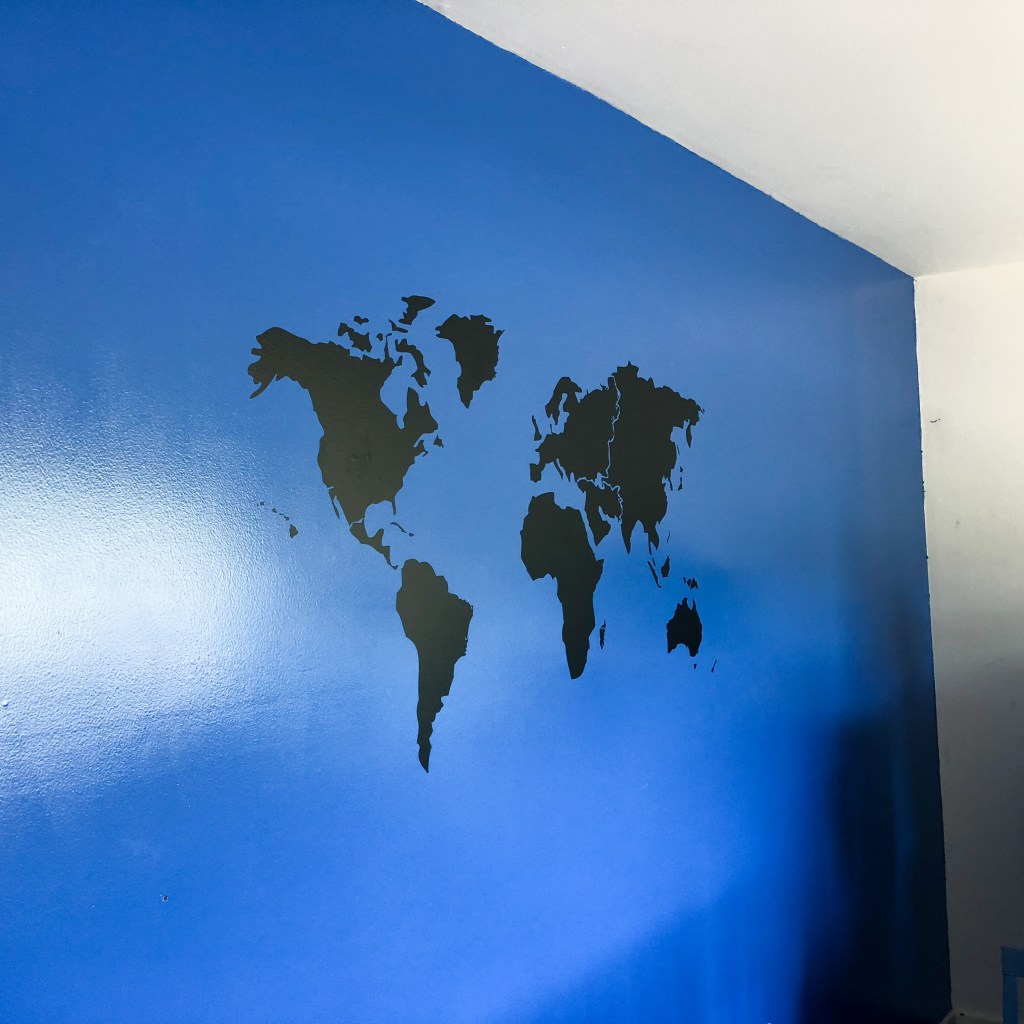 World Map Wall Mural DIY Los Angeles California #tweenbedroom