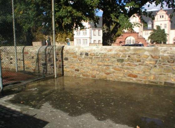 Sanierung der Bruchsteinmauer am Burggymnasium in Friedberg