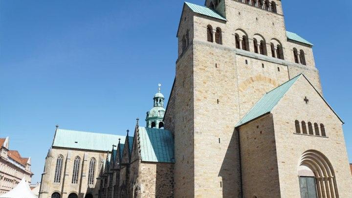 Domkapitel führt zweiten Sonntagsgottesdienst im Hildesheimer Dom ein