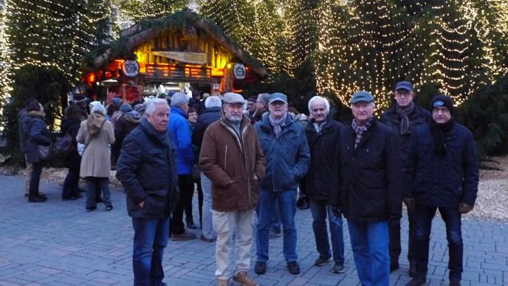 Rentner-Stammtisch auf dem Goslarer Weihnachtsmarkt