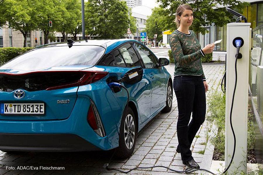 5 Fragen rund um E-Mobilität – Wie sicher, nachhaltig und umweltfreundlich sind Elektroautos