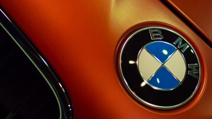 BMW aufgebrochen und Airbags sowie Navigations- und Entertainmentsysteme entwendet