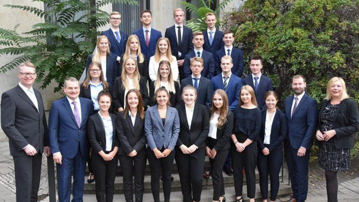 20 junge Menschen starten bei der Hannoverschen Volksbank ihre Ausbildung