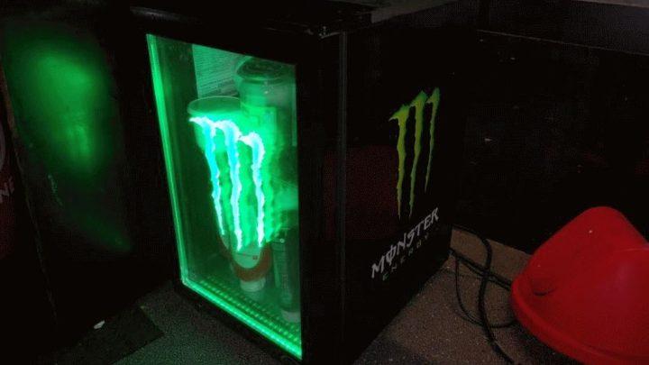"""""""Monster-Energy""""-Kühlschrank gestohlen – Die Polizei bittet um Mithilfe"""