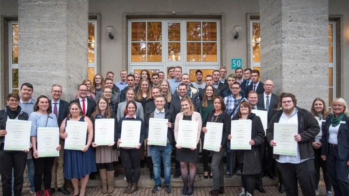 Landwirtschaftskammer ehrt in Braunschweig Jahrgangsbeste in den grünen Berufen