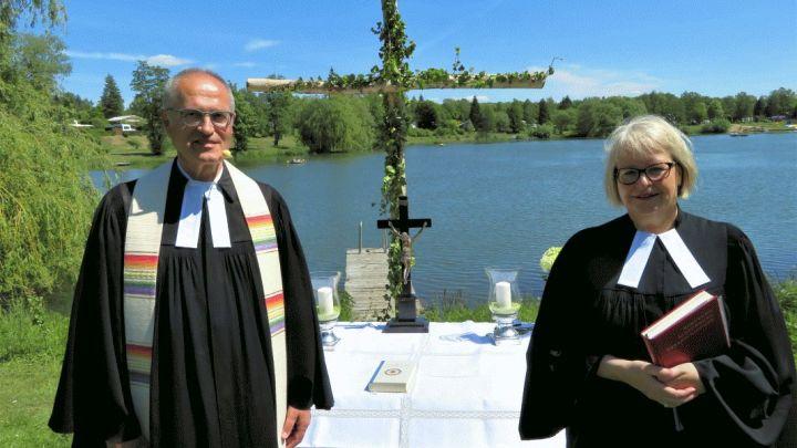 Eine heiße Entpflichtung: Abschiedsgottesdienst für Pastor Lothar Podszus am Duinger Humboldtsee
