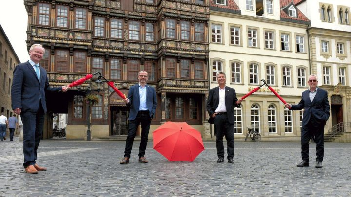 Studierende in Not – Sparkasse Hildesheim Goslar Peine hilft Studierenden mit einer Spende für die Notfonds in Höhe von 16.000 Euro