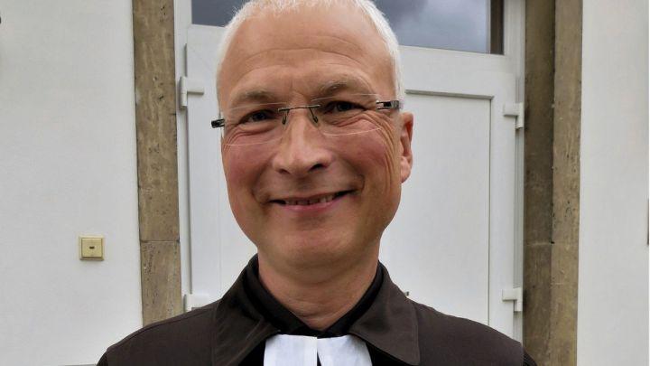 """""""Wir brauchen etwas für die Seele"""" – Pastor Stephan Wallis als Nachfolger von Klaus-Daniel Serke in Bad Salzdetfurth ins Amt eingeführt"""