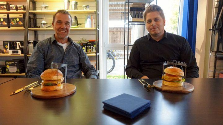 Bereit für die Serie – Neuartiges Besteck: Lurch AG produziert den prämierten Burgerspieß von HAWK-Absolvent Jonas Fey
