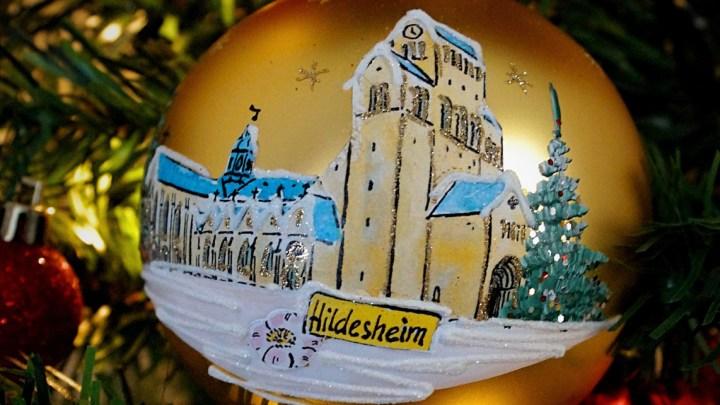 Weihnachtliche Vorfreude mit limitierter Hildesheimer Christbaumkugel
