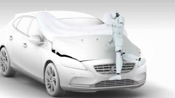สุดล้ำ เทคโนยีใหม่ถุงลมนิรภัยนอกรถจาก Volvo V40